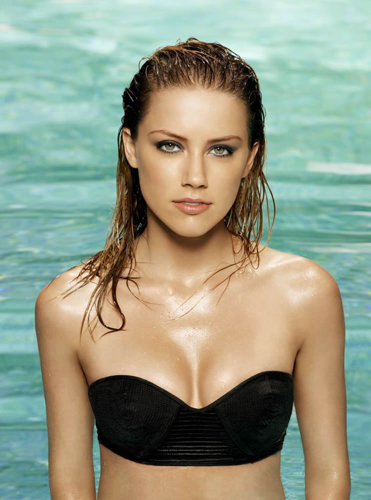 Amber Heard in black bikini photo