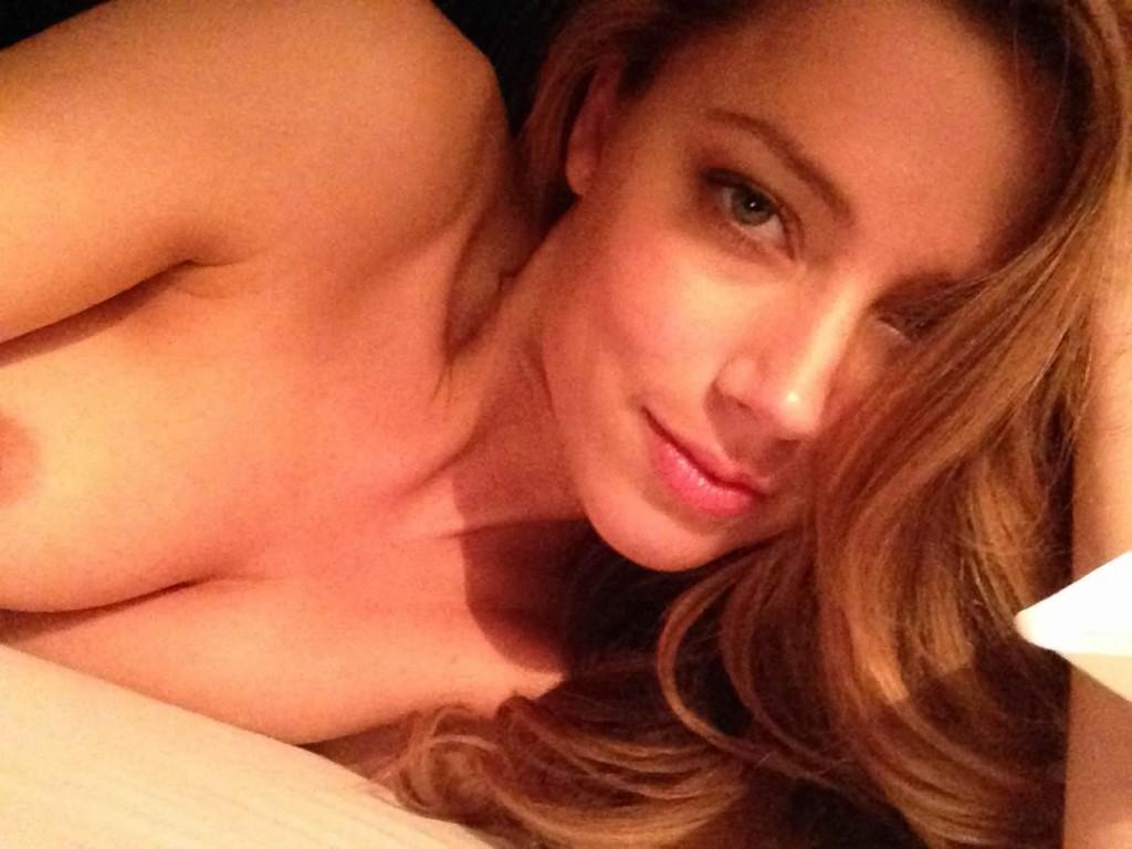 Amber Heard posing at her bedroom nip slip