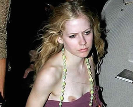 Avril Lavigne Nude Nipple Slip in Public