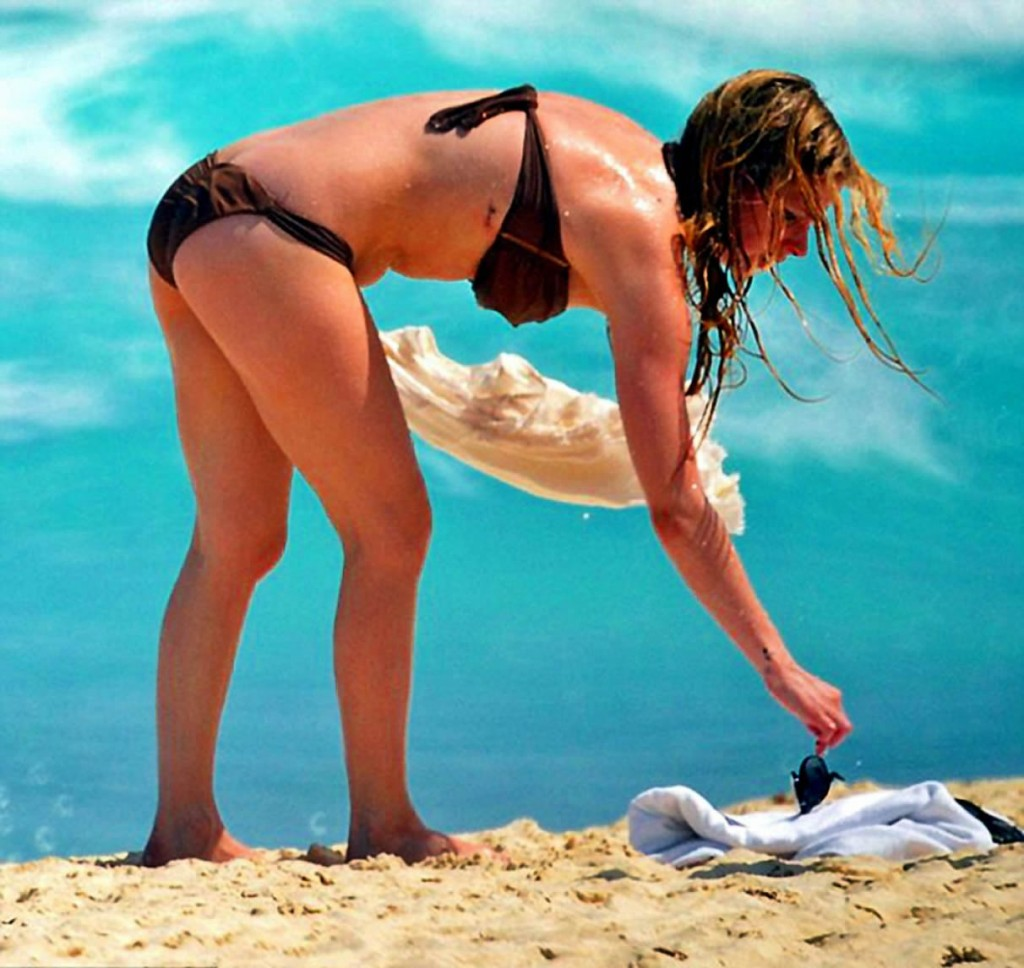 Avril Lavigne in bikini at a beach in Mexico 3