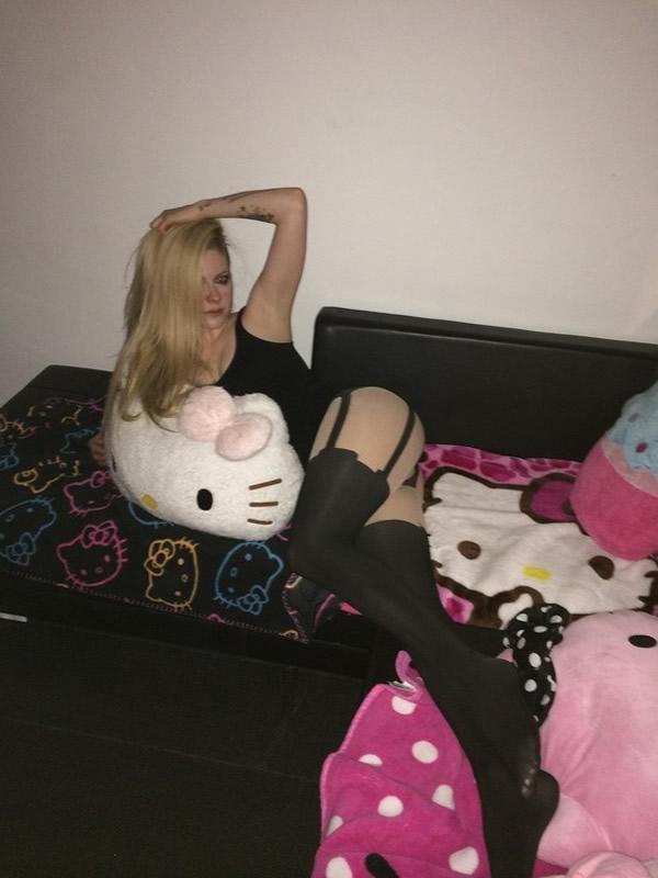 Avril Lavigne sexy body