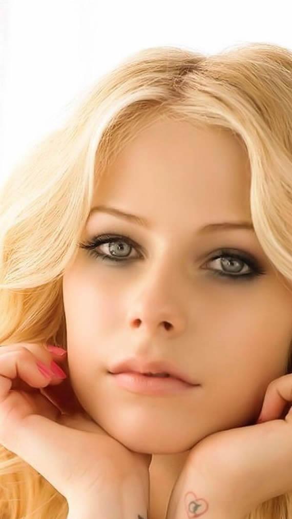 Avril Ramona Lavigne
