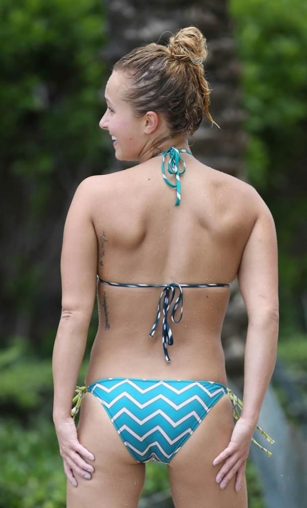 Hayden Panettiere in bikini showing booty