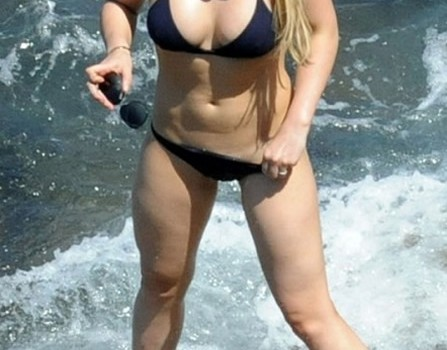 Hilary Duff in Bikini (6 Pics)