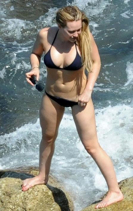 Hilary Duff showing pussy in Bikini