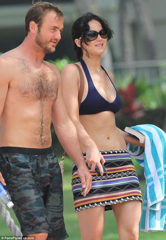 Jennifer Lawrence in bikini boyfriend