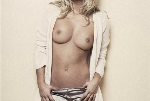Kaley Cuoco Naked (14 Photos)