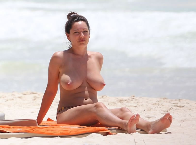 Kelly Brook Nude Sitting on the Beach