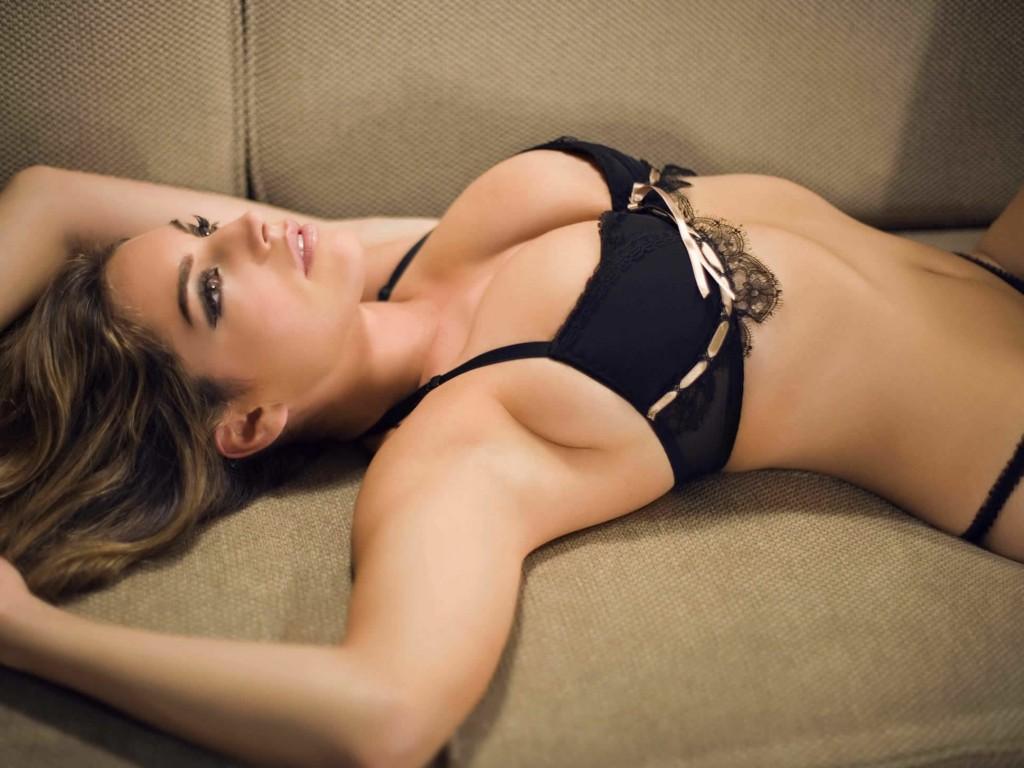 Kelly Brook sexy boobs