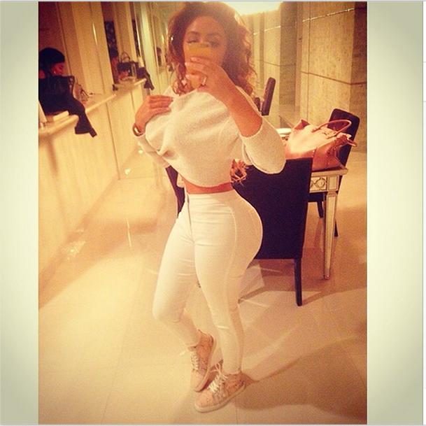 Nikki Mudarris selfie white horse