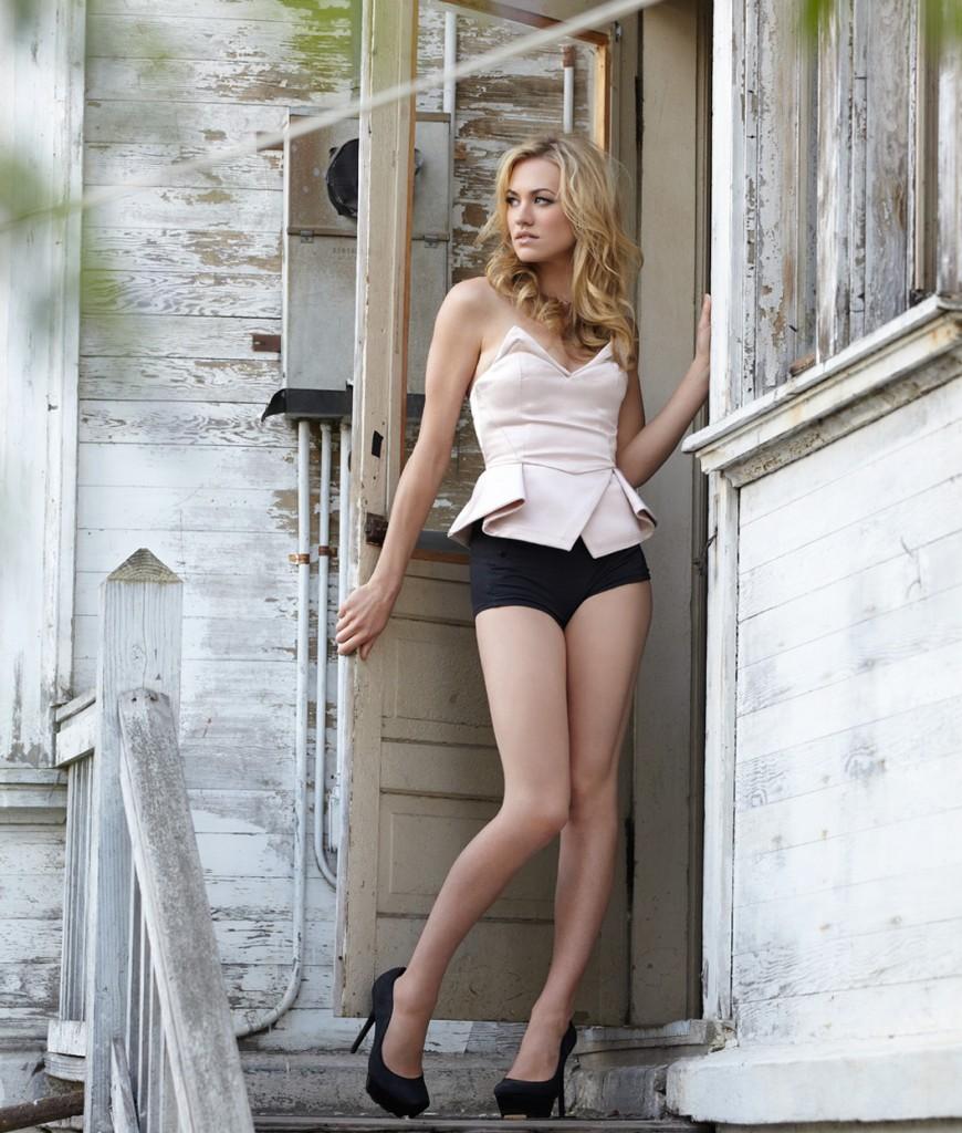 Sexy Legs - Yvonne Strahovski