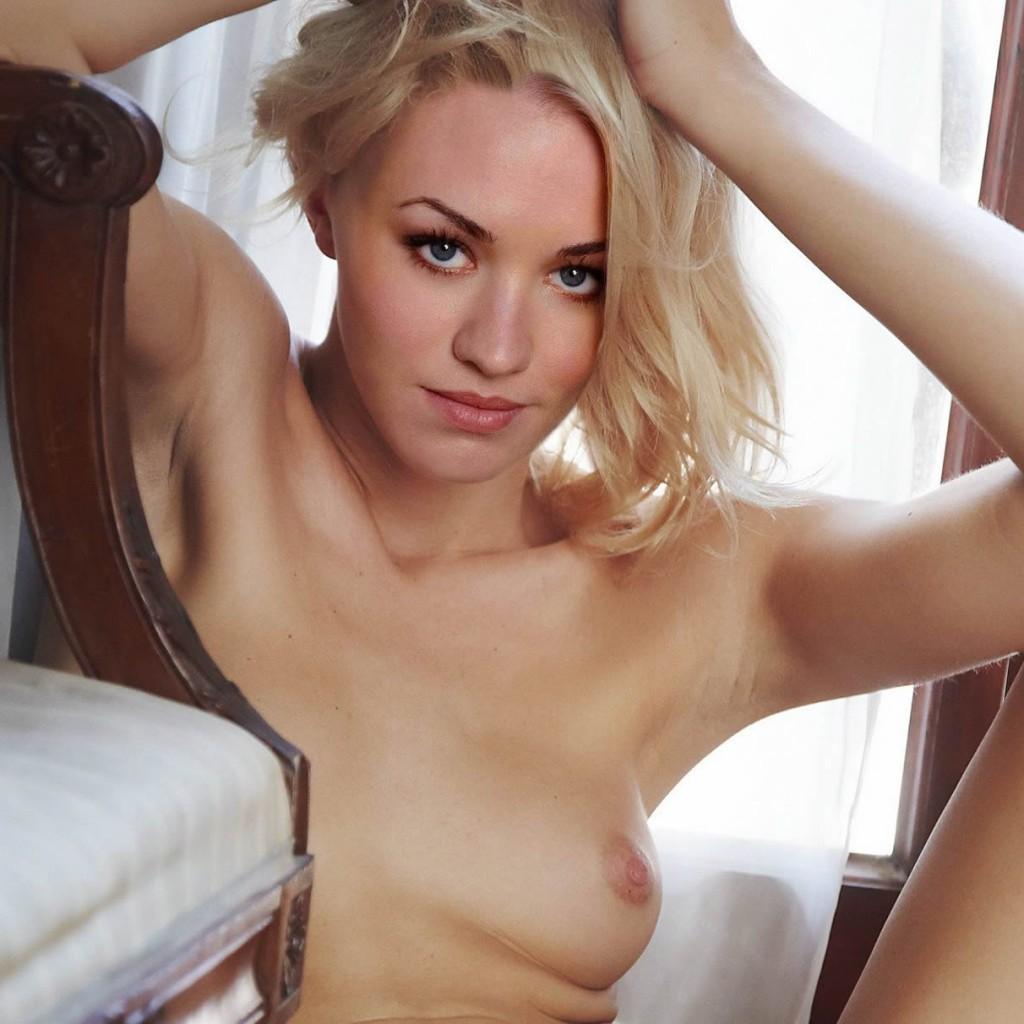 Yvonne Strahovski Nude Sexy Tits