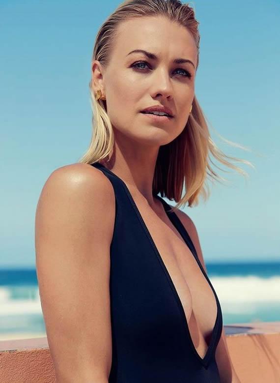 Yvonne Strahovski sexy tits