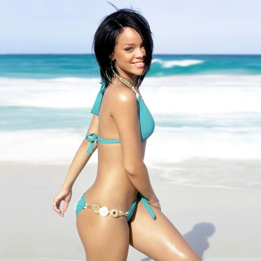 rihanna on the beach wallpaper HD