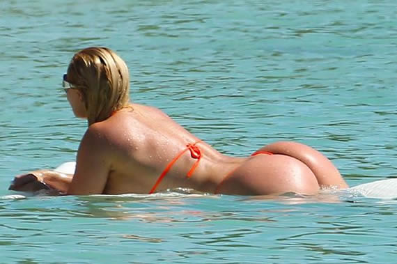 Coco Austin Nicole string bikini beach paparazzi photo