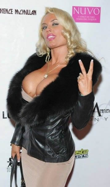 Coco Austin big boobs paparazzi photo