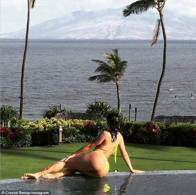 Crystal Renay Photos in Hawaii Instagram