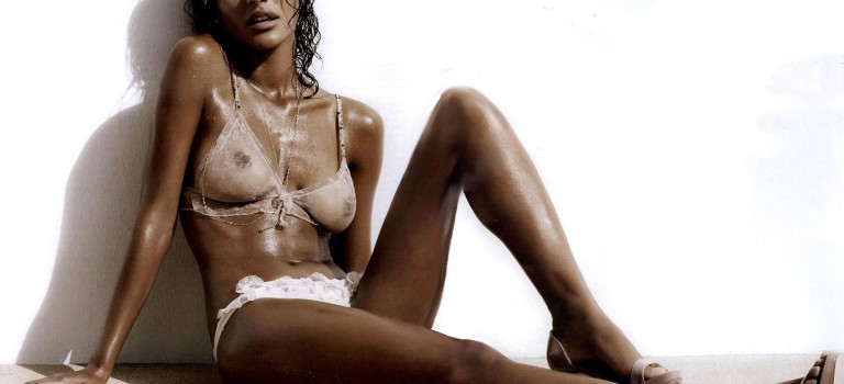 Emanuela de Paula Naked, See Through, Topless (7 Photos)