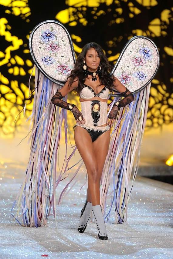Emanuela de Paula Victoria's Secret 2011