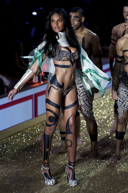 Emanuela de Paula Victoria's Secret Fashion Show