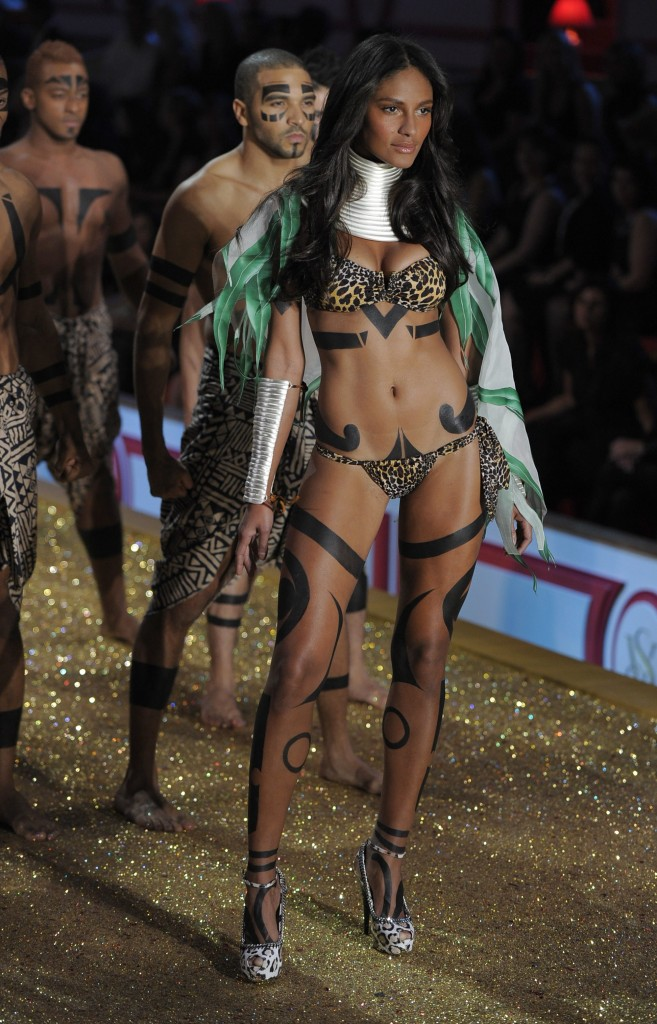 Emanuela de Paula Victoria's Secret Hottest Photo