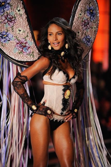 Emanuela de Paula Victoria's Secret Pictures