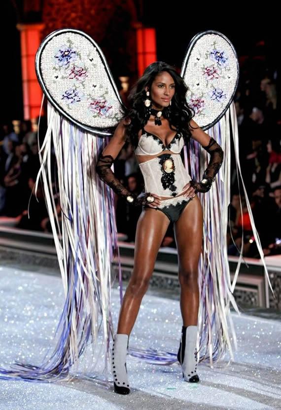 Emanuela de Paula Victoria's Secret Show 2011 Sexy Legs