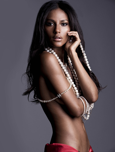 Emanuela de Paula hot topless