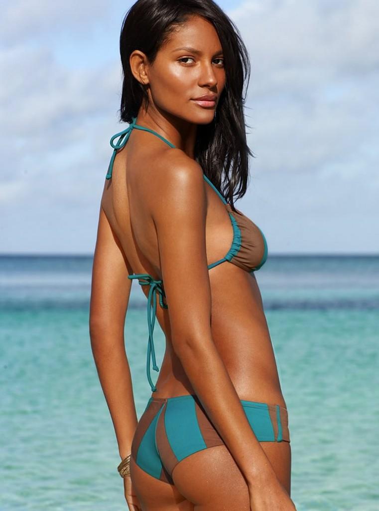 Emanuela de Paula in bikini sexy booty
