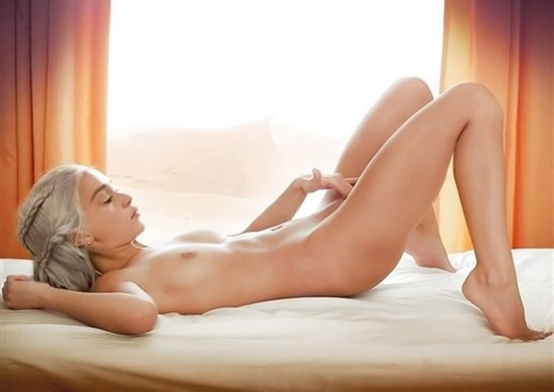 Emilia Clarke Nude Masturbating On Bed leaked photo from Game Of Thrones Season 6