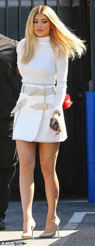 Kylie Jennersexy legs paprazzi pictures
