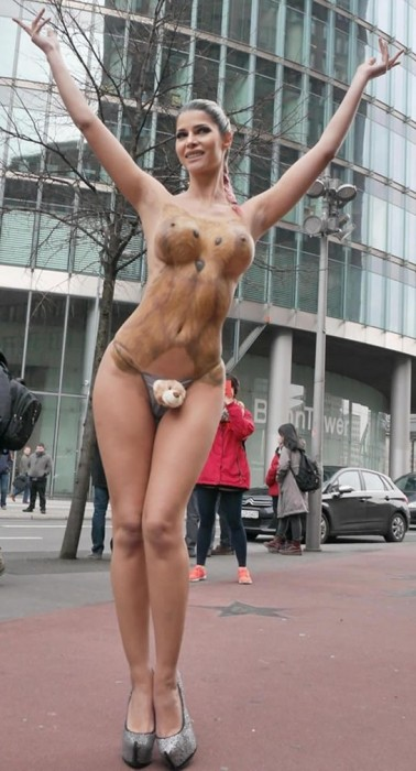 Micaela Schaefer Body Paint Berlinale 2016