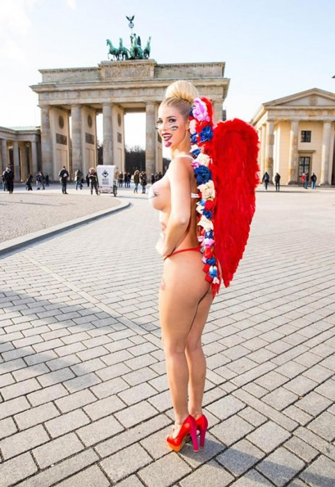 Micaela Schaefer Body Paint for Valentine's day in Berlin Booty