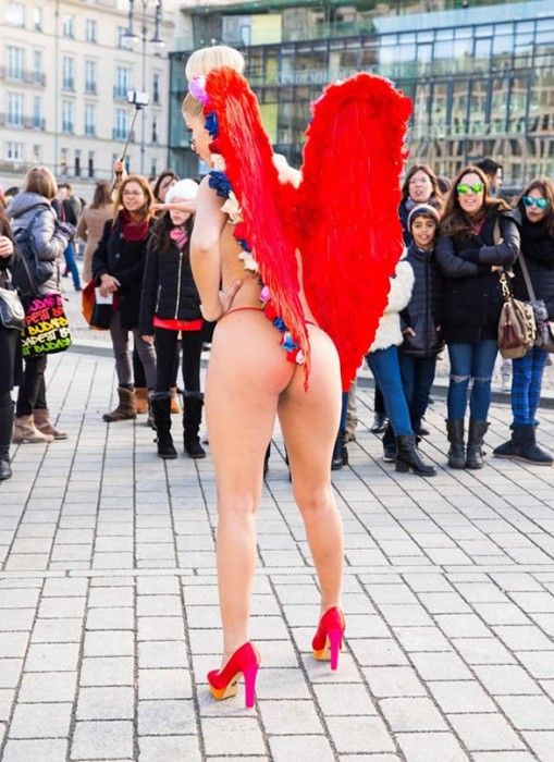 Micaela Schaefer Body Paint for Valentine's day in Berlin Sexy Posing