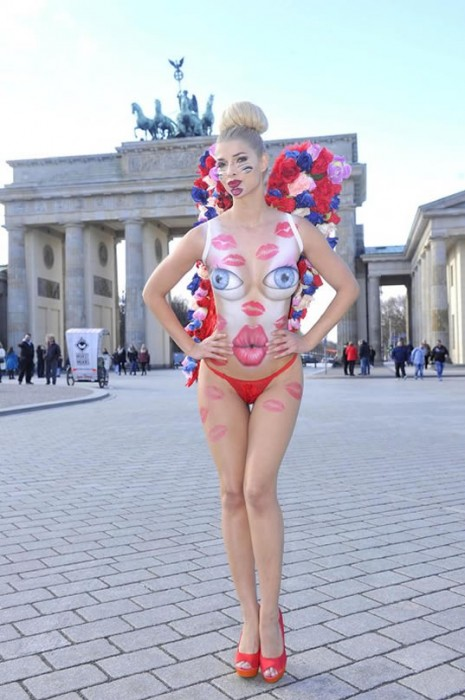 Micaela Schaefer BodyPaint Sexy Body