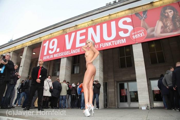 Micaela Schaefer Sexy Body Photo Paparazzi