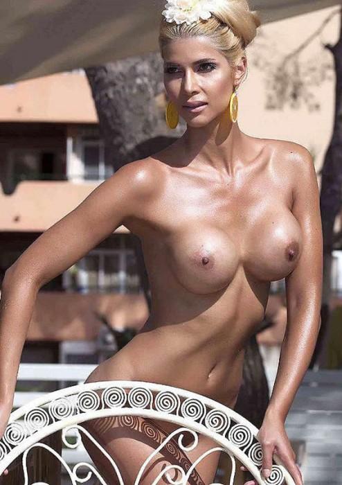 Micaela Schaefer sexy tits photo