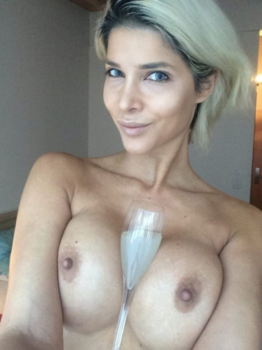 Naked Micaela Schaefer Selfie wishes happy New Year 2016