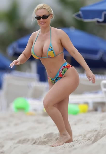 Nicole Coco Austin 2010 Paparazzi photo