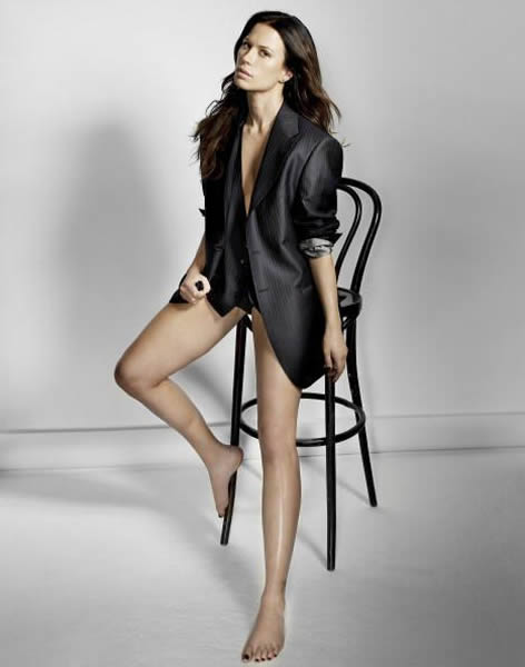 Rhona Mitra Sexy Legs