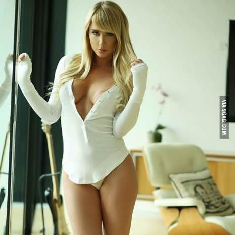 Sara Jean Underwood Sexy Body