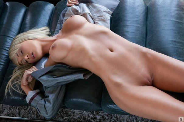 Sara Jean Underwood Showing Sexy Body