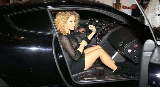 Shakira Paparazzi Photos (6 Pics)