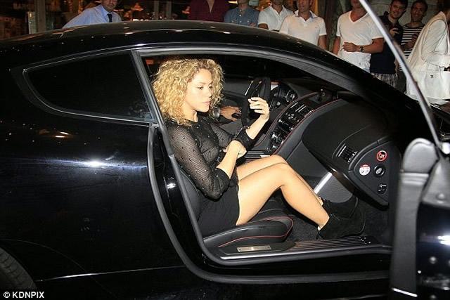 Shakira Sexy paparazzi photos