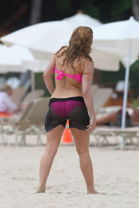 Shakira in bikini paparazzi photo