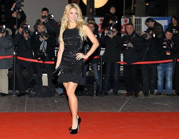 Shakira sexy dress paparazzi photos