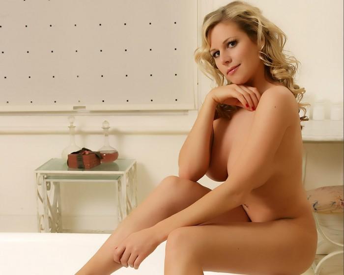 Abi Titmuss Nude sexy body photos