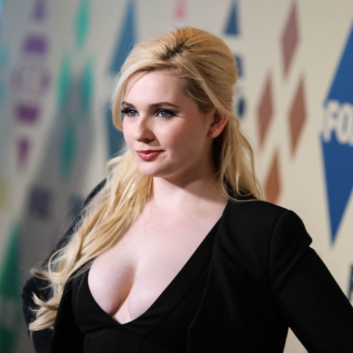 Abigail Breslin Sexy Boobs