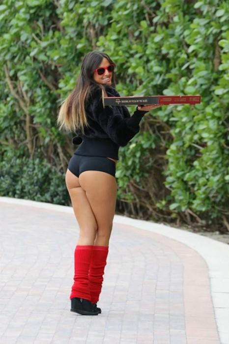Claudia Romani sexy booty