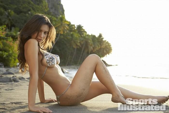 Emily Ratajkowski sexy tits